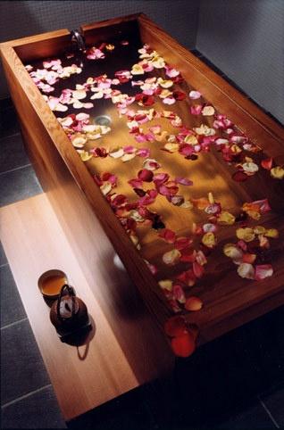 Mettez du sel et des plantes dans votre bain magique