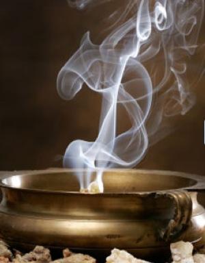 Brûler des encens suscite en nous des effets physiques et psychiques