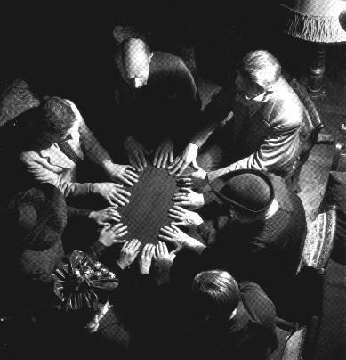 Les tables tournantes sont un phénomène du spiritisme